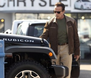 arnold-schwarzenegger-shopping-for-a-new-car-medium_3