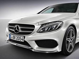 AMG amplia negócios. Acessórios, como a barra cromada inferior ao spoiller do novo Mercedes C