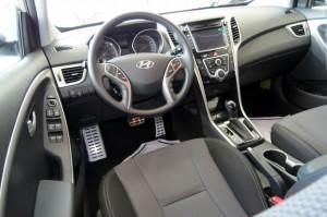 Novo-Hyundai-i30-2014-interior (3)