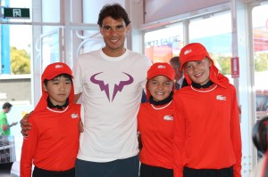 Rafael_Nadal_and_Australian_Open_Ball_Kids[1]