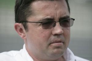 Bouller vai brigar na McLaren