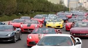 o pesado trânsito de Ferraris no Dubai