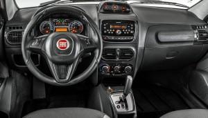 Fiat-Strada-Adventure-2014-picape-flex-interior-painel-Brasil