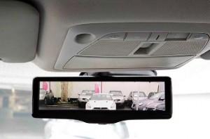 Retrovisor inteligente da Nissan utiliza tela de LCD no espelho