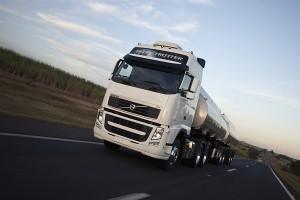 01)A cada cinco caminhões pesados vendidos no Brasil em 2013, um era Volvo.