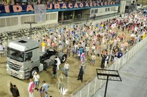 02)Cerca de 200 colaboradores da empresa e seus familiares irão ensaiar para desfilar pela Rosas de Ouro no Carnaval 2014.