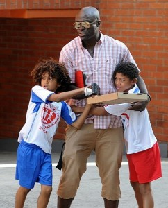 seal-takes-his-kids-out-for-launch-in-his-rolls-royce-wraith-medium_7