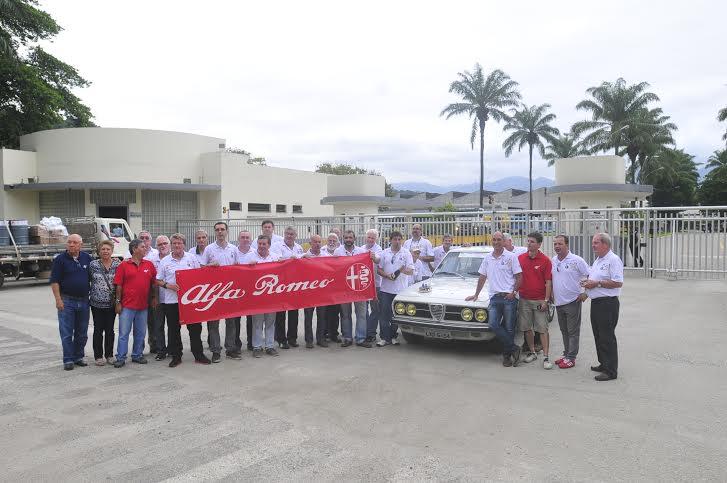 Porta da antiga FNM, Alfistas comemoram 40 anos do Alfa 2300    (foto Henrique Huber Jr )