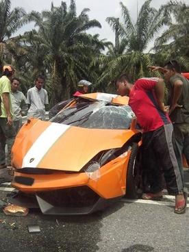 Lamborghini-Gallardo-LP550-2-Malaysia-Limited-Edition-destroyed