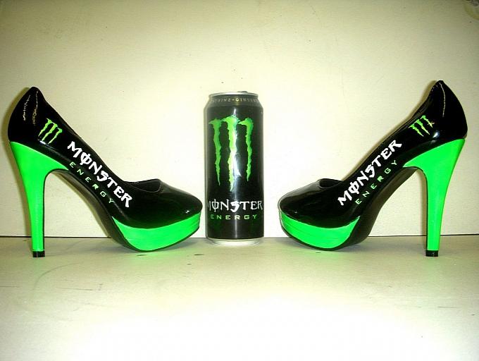 Sapatos customizados do energético Monster