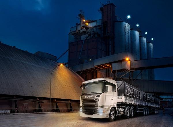 3)Scania indica pesados V8 para transporte de cana e madeira, segmentos que precisam de veículos mais potentes para agilizar as entregas de cargas com peso elevado.