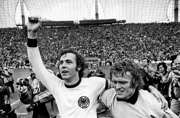 Copa de 74: Beckenbauer e Meyer comemoram o título da Alemanha Ocidental