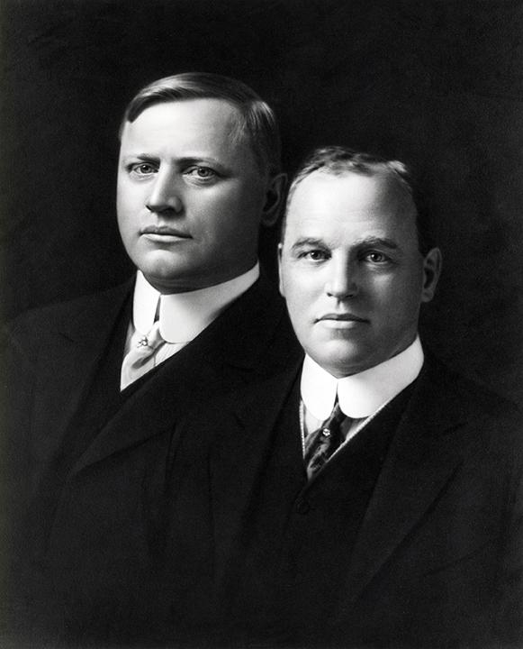 Os irmãos John e Horace Dodge