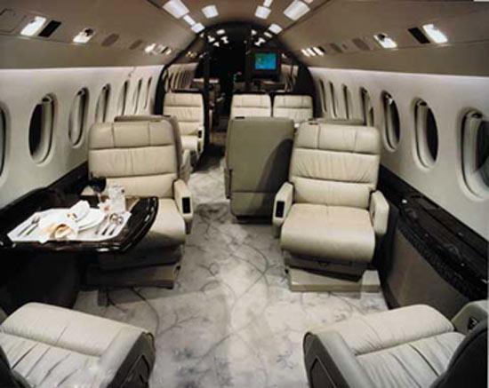 Muito luxo no interior da aeronave de Schumy.