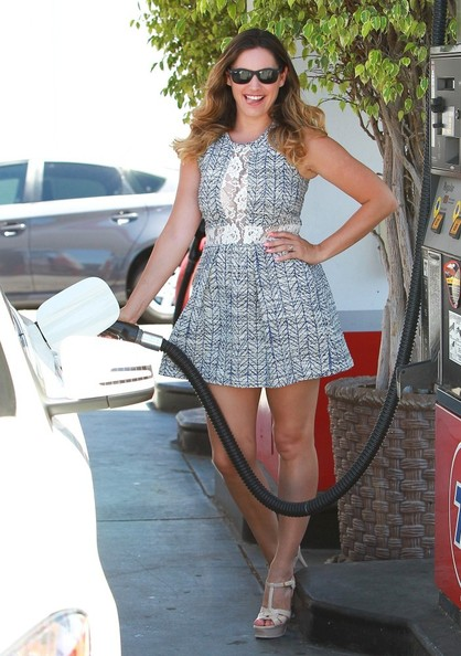 kelly-brook-is-hot-driving-her-mercedes-cla250-never-lets-fiancee-drive-photo-gallery_13