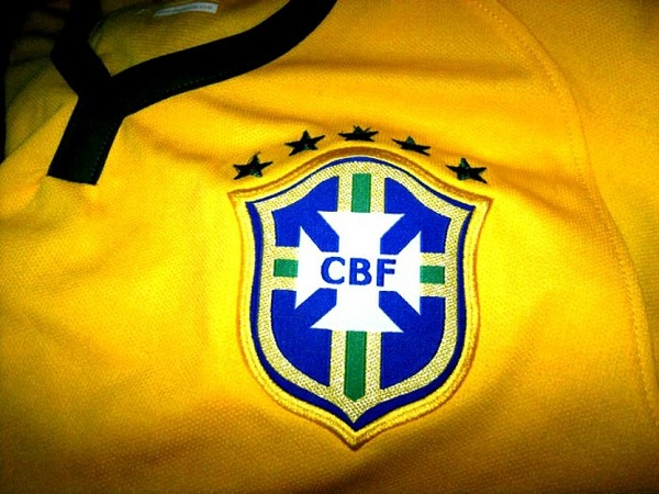 1393104390_604919492_1-Fotos-de--Camisa-Modelo-Selecao-Brasileira-2014-Personalize