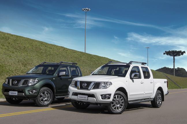 Nissan_Frontier_SV__e_SL_2015_3