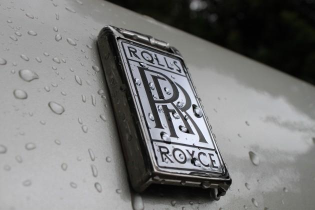 Rolls-Royce-Logo-Cars-HD-Wallpaper-Desktop-2668-630x420