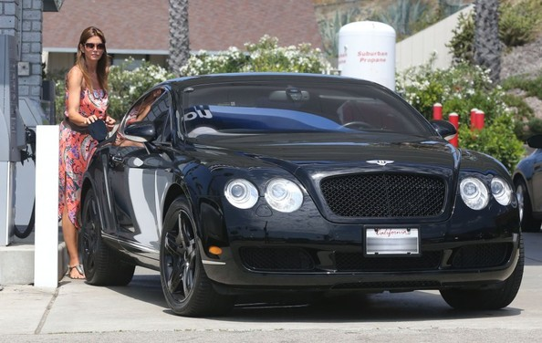 cindy-crawford-is-still-driving-a-bentley-continental-the-stingray-looked-better_5