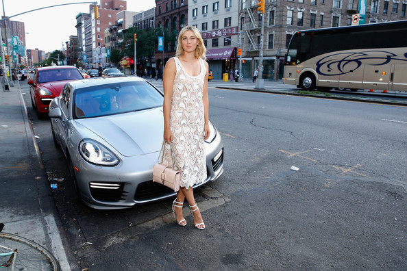 maria-sharapova-seen-with-her-porsche-panamera-turbo-at-a-charity-event_1