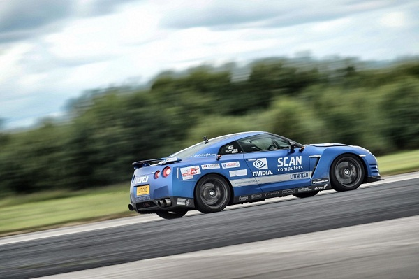 mike-newman-sets-new-blind-land-speed-record-in-a-litchfield-nissan-gt-r_100476748_l
