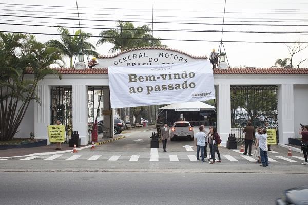 Protesto na porta da GM