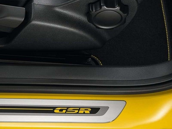 2014-VW-Beetle-GSR-09