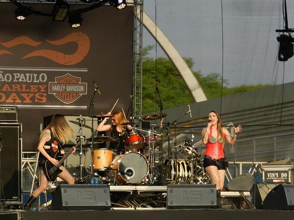 A banda de rock Constantine: só mulheres!