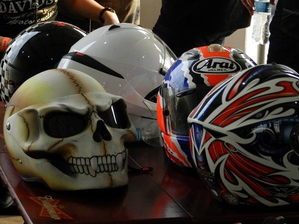 E os capacetes? Diferentes e clássicos.