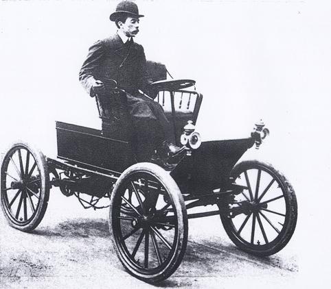 Santos-Dumont e seu Peugeot, primeiro automóvel na América Latina