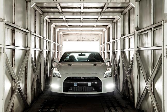 Nissan_GT_R_2015_front_V2