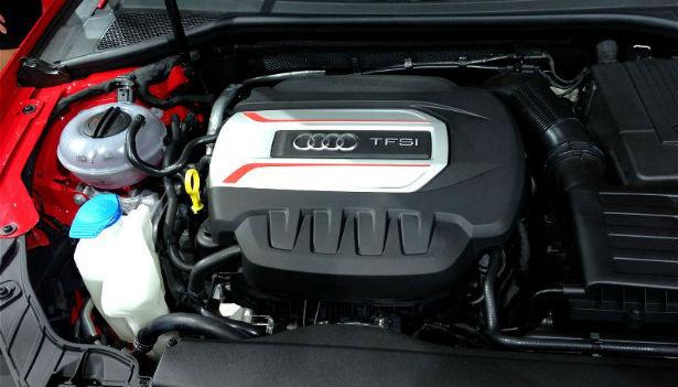 2015-Audi-S1-engine