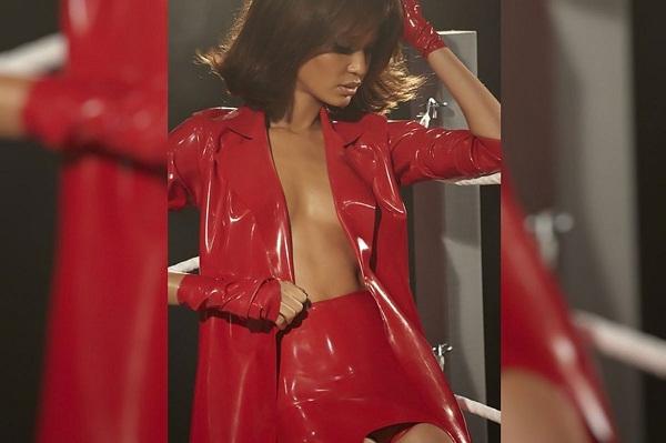 2015-pirelli-calendar-girls-fashion-is-latex-video-photo-gallery_7