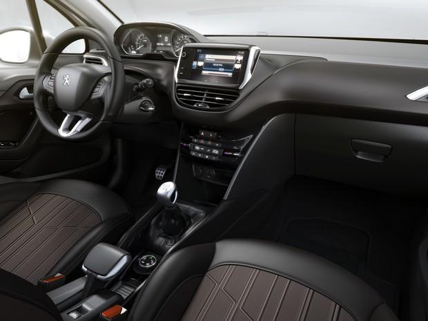 Interior refinado e equipado exibe a nova direção dos Peugeot: conteúdo rico.