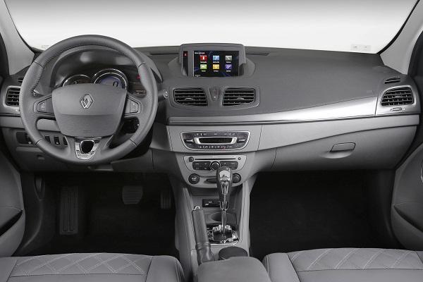 Novo_Renault_Fluence2015_Privilege_ interior_ painel