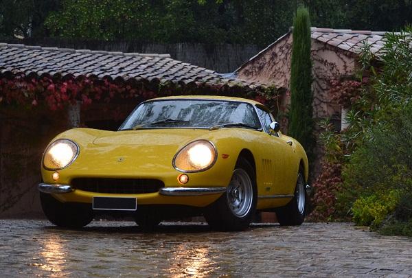 Parece GT Malzoni anabolizado, mas é Ferrari 275 GTB/2 do mesmo 1966. Estimativa em US$ 3.640M a 4.300M.