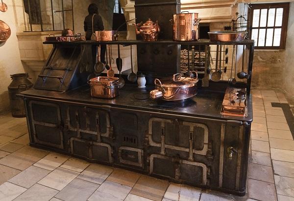 Chenonceau - Cuisine du château (cuisinière du XIXe siècle)