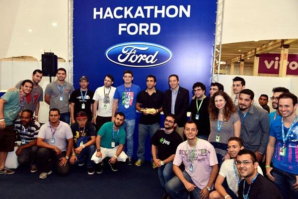 Armstrong e os finalistas da Maratona Hackathon