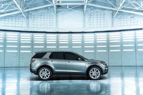 LR_Discovery_Sport_08