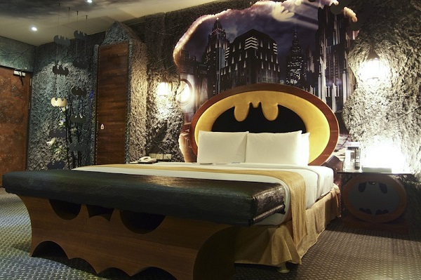 batman-themed-hotel-room-has-tumbler-bed-its-the-perfect-dark-knight-fortress_5
