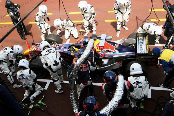 infiniti-red-bull-crew-dresses-as-stormtrooper-clones-for-star-wars-day_1