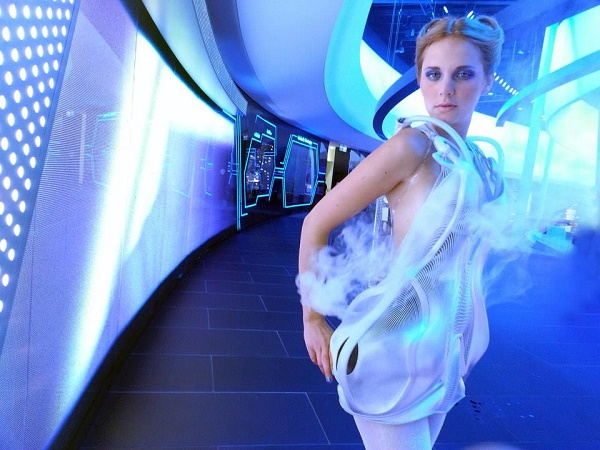 2016-audi-a4-joins-3d-printed-dresses-that-move-or-make-smoke-in-berlin-video-photo-gallery_11