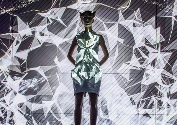 2016-audi-a4-joins-3d-printed-dresses-that-move-or-make-smoke-in-berlin-video-photo-gallery_16