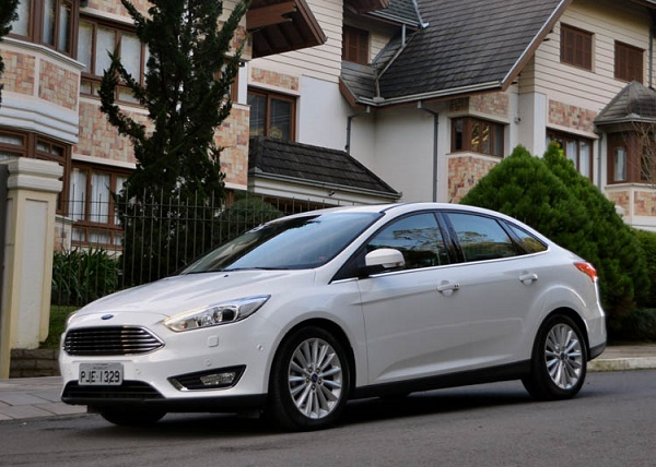 Ford Focus Fastback-1