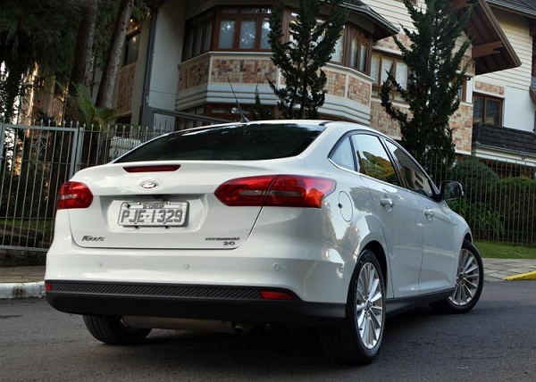 Ford Focus Fastback-2