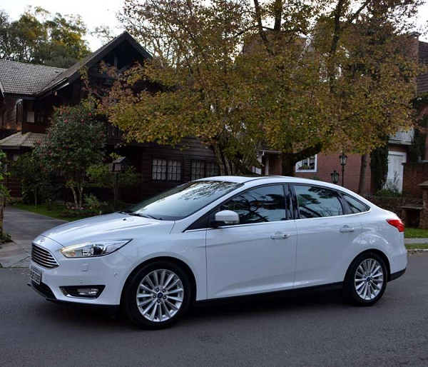 Ford Focus Fastback-5