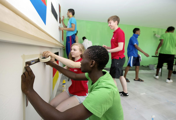 Emergency aid for refugees: Audi employees can suggest regional projects they would like to implement in cooperation with charitable organizations. The carmaker is making one million euros in emergency aid available. Recently Audi volunteers were renovating a home for underage migrants in Ingolstadt.