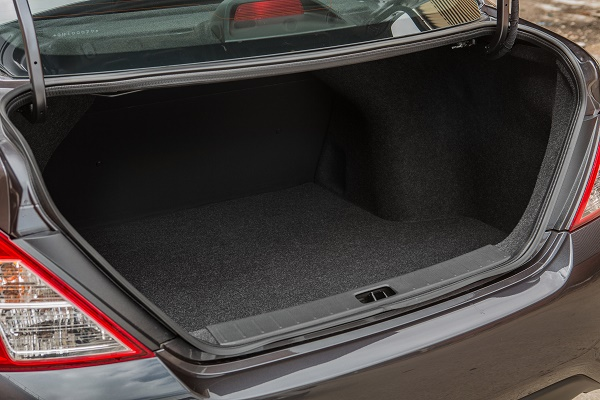 Nissan Novo Versa 1.6 Unique